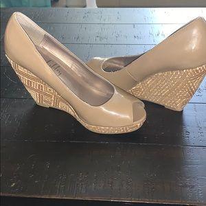 EUC Sam & Libby wedge shoes - size 8.5M